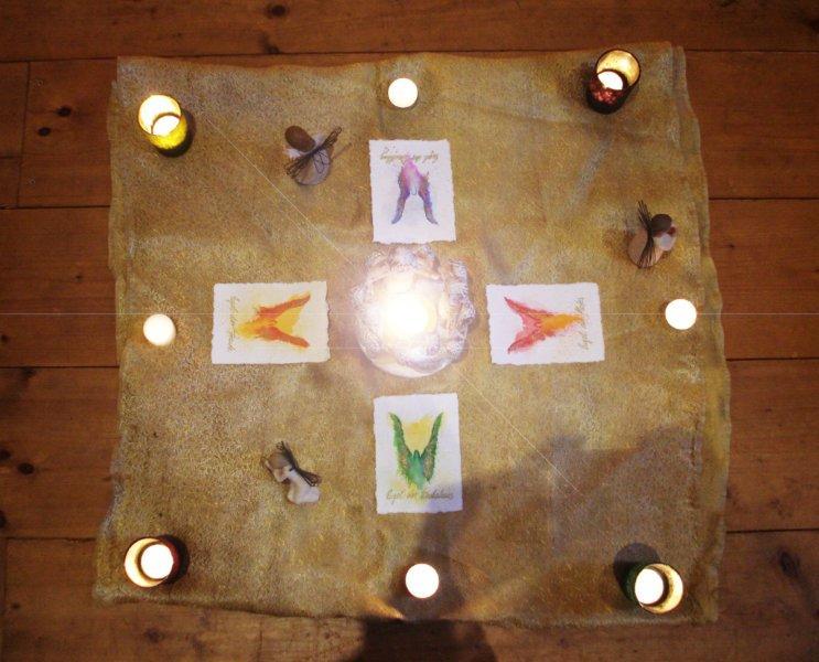Meditationskerzen und Engelbilder